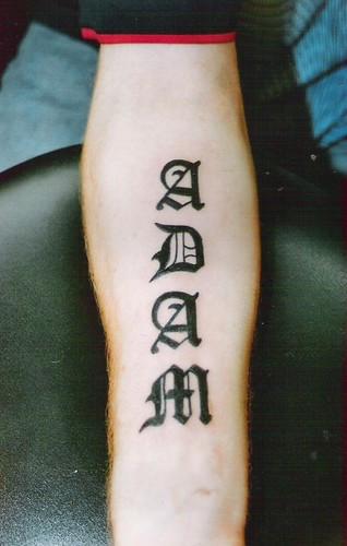 Tatuaje caligrafía gótica 3