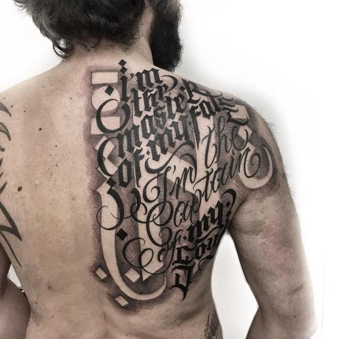 Tatuaje caligrafía gótica 4