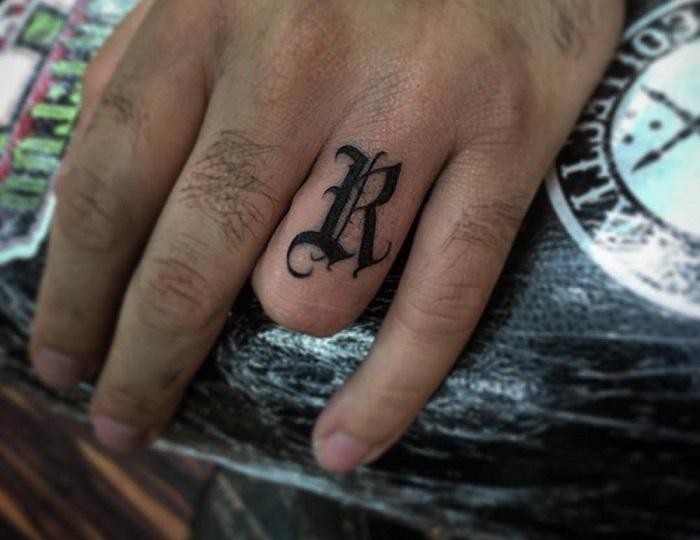 Tatuaje caligrafía gótica 14
