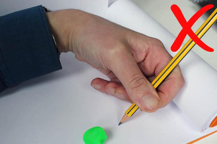 Agarrar lápiz zurdos incorrecto