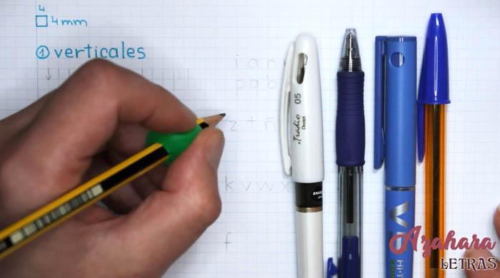 Ejercicio para mejorar caligrafía para zurdos, materiales